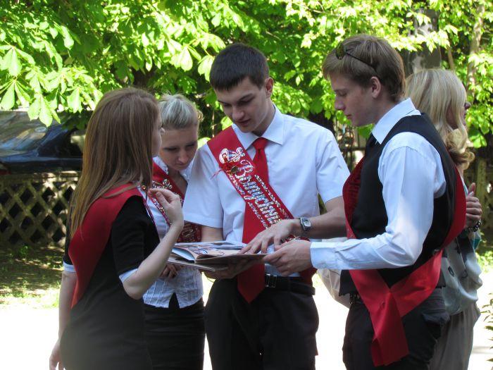 Мариупольские 11-классники попрощались со школой (ФОТО), фото-4