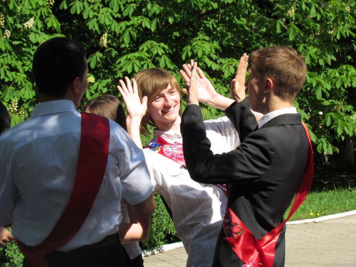 Мариупольские 11-классники попрощались со школой (ФОТО), фото-8