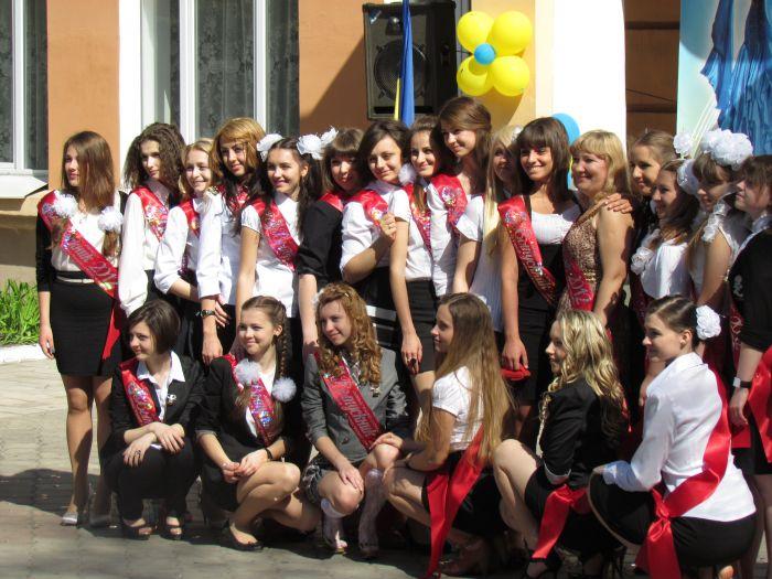 Мариупольские 11-классники попрощались со школой (ФОТО), фото-6