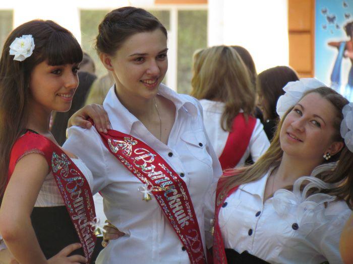 Мариупольские 11-классники попрощались со школой (ФОТО), фото-9