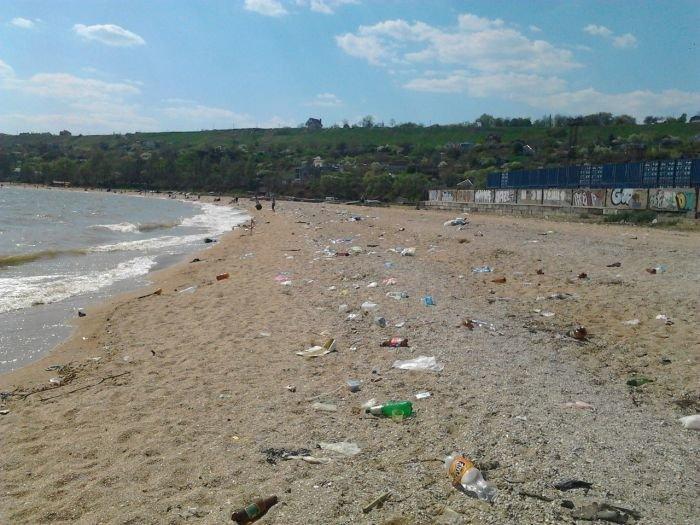 В Мариуполе прибрежная зона утопает в мусоре (ФОТО), фото-1