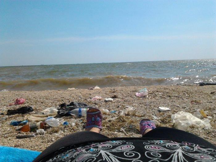 В Мариуполе прибрежная зона утопает в мусоре (ФОТО), фото-3