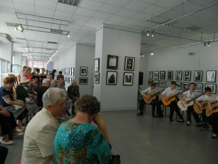 В мариупольском Центре искусств ветеранам устроили фотосессию (ФОТО), фото-1