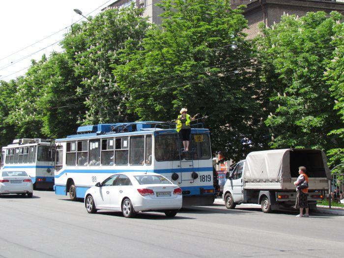 В Мариуполе на проспекте Металлургов затруднено движение - из-за легковушки, маршрутки и троллейбусов (ФОТО), фото-5