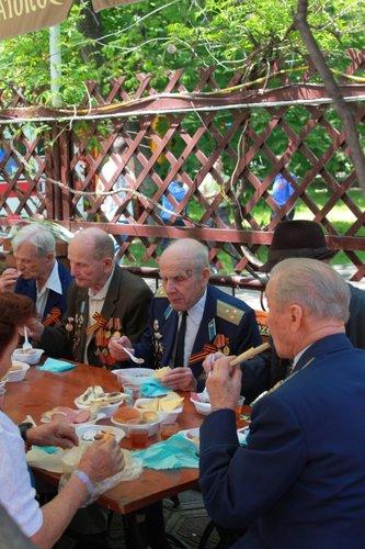 В Городском саду поздравили ветеранов Великой Отечественной войны, фото-9