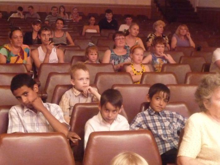 В Мариуполе малышей из многодетных семей развлекали песнями, танцами и трюками (ФОТО), фото-1