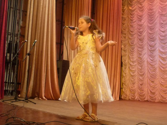 В Мариуполе малышей из многодетных семей развлекали песнями, танцами и трюками (ФОТО), фото-4