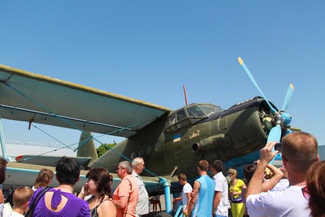 Авиашоу в небе над Мариуполем вызвало восторг жителей и гостей города, фото-8