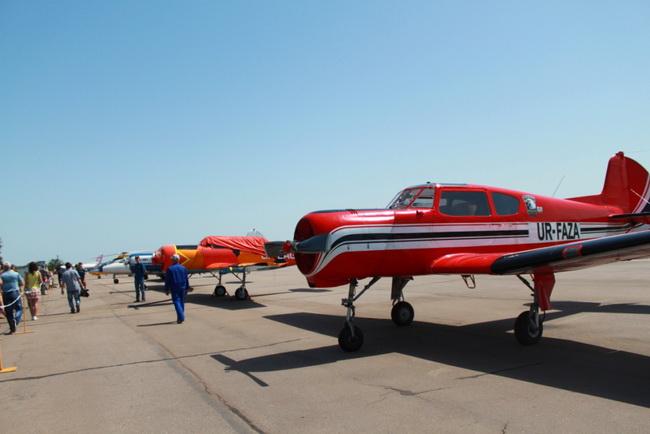 Авиашоу в небе над Мариуполем вызвало восторг жителей и гостей города, фото-6