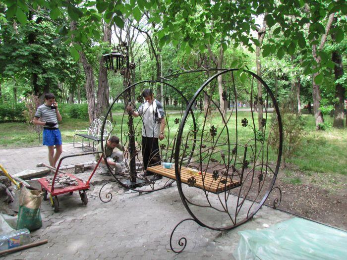 В мариупольском Городском саду появился новый романтический уголок (ФОТО), фото-2