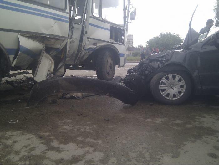 На выезде из Мариуполя столкнулись маршрутка и легковушка (ФОТО), фото-3