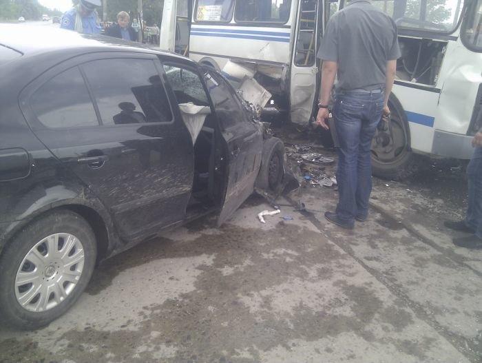 На выезде из Мариуполя столкнулись маршрутка и легковушка (ФОТО), фото-8