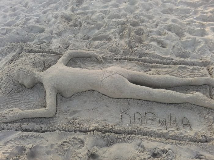 В Мариуполе на Песчаном пляже загорает песочная девушка (ФОТО), фото-2