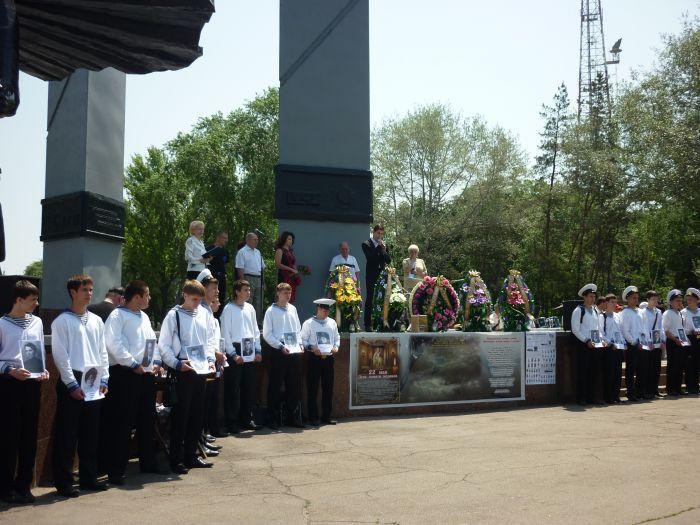 В Мариуполе гудел порт - в честь моряков, погибших в мирное время (ФОТО), фото-2