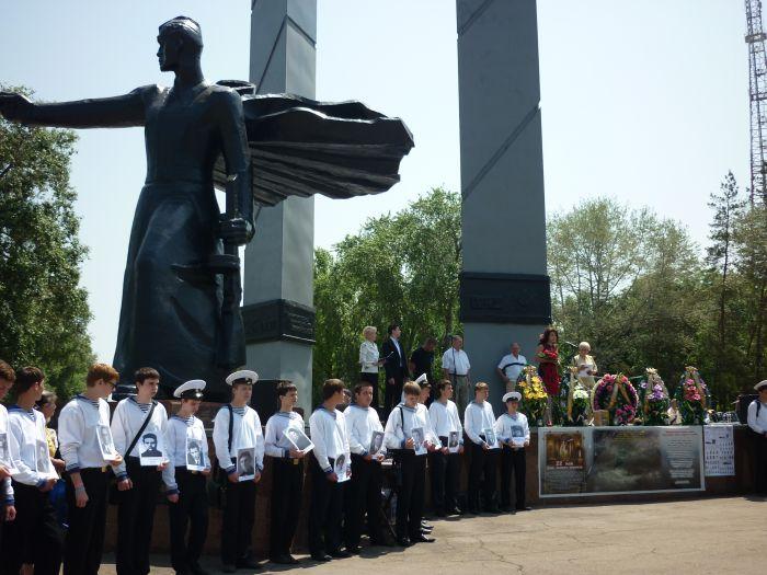 В Мариуполе гудел порт - в честь моряков, погибших в мирное время (ФОТО), фото-1