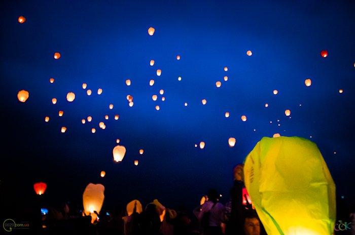 Фотоотчет с массового запуска небесных фонариков в Мариуполе (Фото), фото-7