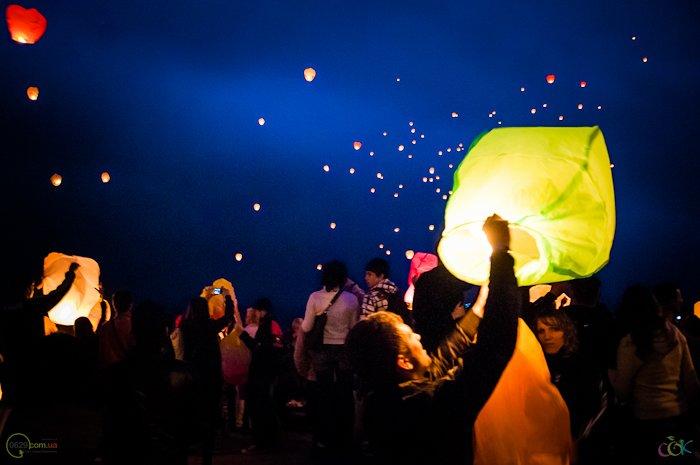 Фотоотчет с массового запуска небесных фонариков в Мариуполе (Фото), фото-8
