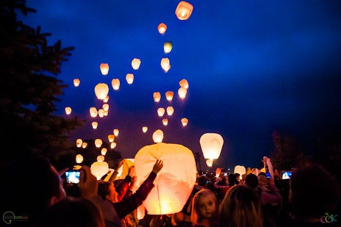 Фотоотчет с массового запуска небесных фонариков в Мариуполе (Фото), фото-6