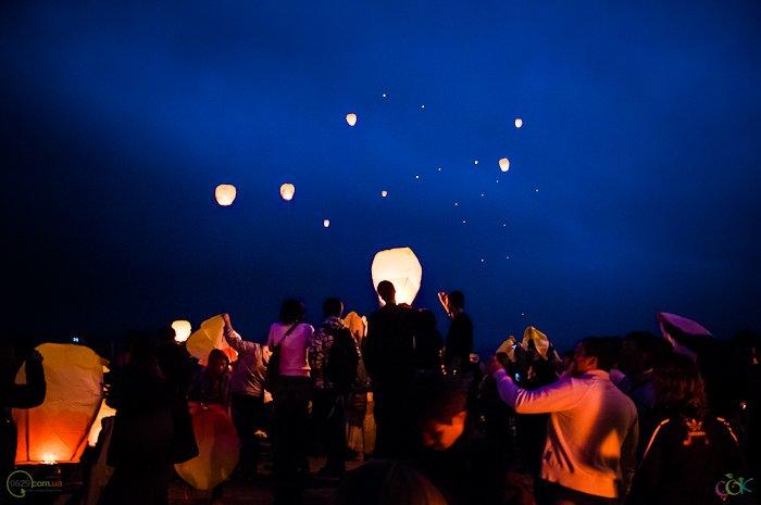 Фотоотчет с массового запуска небесных фонариков в Мариуполе (Фото), фото-4