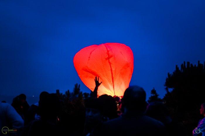 Фотоотчет с массового запуска небесных фонариков в Мариуполе (Фото), фото-2