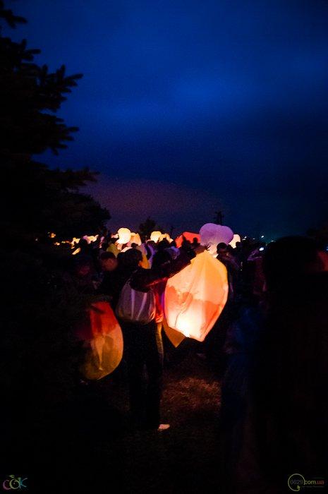 Фотоотчет с массового запуска небесных фонариков в Мариуполе (Фото), фото-3