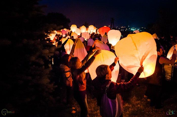 Фотоотчет с массового запуска небесных фонариков в Мариуполе (Фото), фото-5