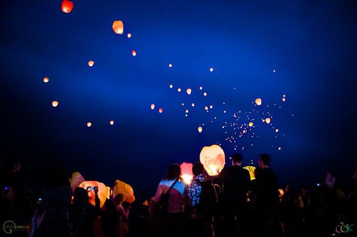 Фотоотчет с массового запуска небесных фонариков в Мариуполе (Фото), фото-10