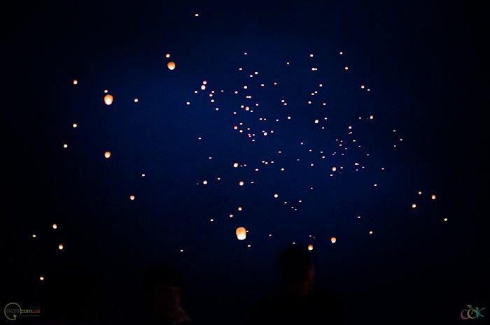 Фотоотчет с массового запуска небесных фонариков в Мариуполе (Фото), фото-12