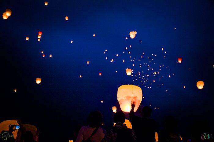 Фотоотчет с массового запуска небесных фонариков в Мариуполе (Фото), фото-11
