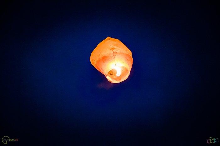 Фотоотчет с массового запуска небесных фонариков в Мариуполе (Фото), фото-13