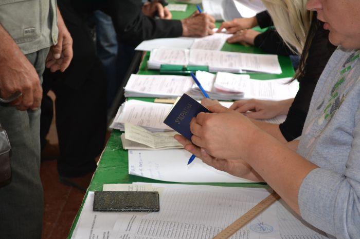 В Новоазовске выбирают городского голову.  Избиратели идут  на участки неохотно (ФОТО), фото-5