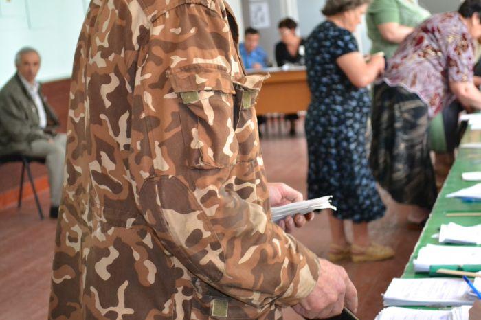В Новоазовске выбирают городского голову.  Избиратели идут  на участки неохотно (ФОТО), фото-4