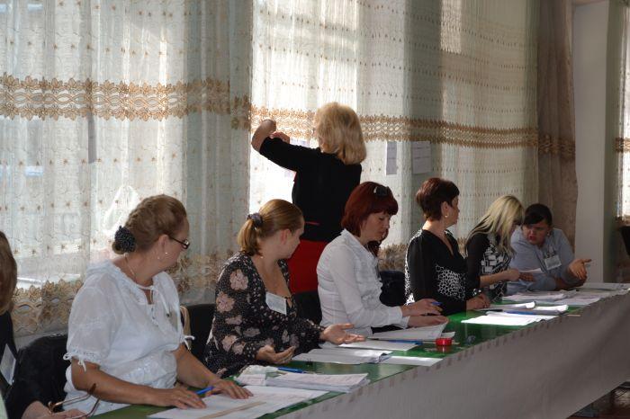 В Новоазовске выбирают городского голову.  Избиратели идут  на участки неохотно (ФОТО), фото-3