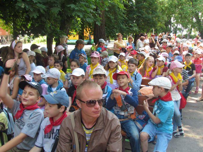 Мариупольская детвора в Городском саду встречала лето (ФОТО), фото-1
