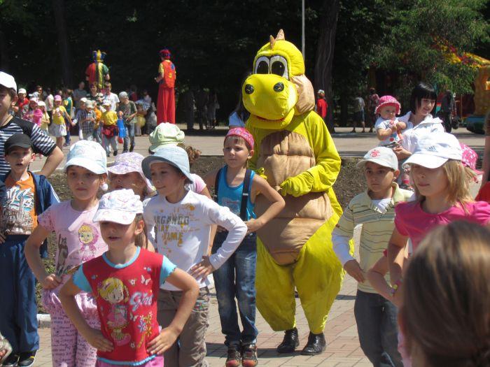 Мариупольская детвора в Городском саду встречала лето (ФОТО), фото-10