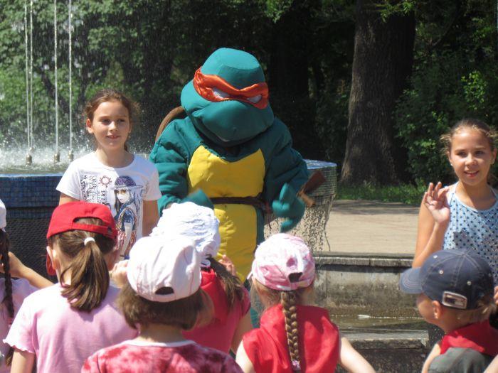 Мариупольская детвора в Городском саду встречала лето (ФОТО), фото-11