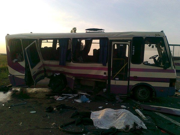 На трассе «Славянск-Донецк-Мариуполь» автобус столкнулся с «Вольво» - 3 человека погибли и 12 пострадали (ФОТО), фото-2