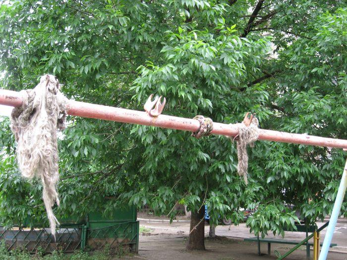 В Мариуполе ликвидируют опасные качели. Жильцы жалуются, что не те (ФОТО), фото-10