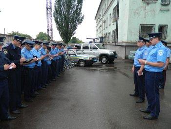 06.06.2012_Mariupol_razgovorniki_dla_milicionerov_2_site