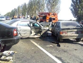 На трассе Донецк-Мариуполь столкнулись четыре автомобиля. Фото, фото-1