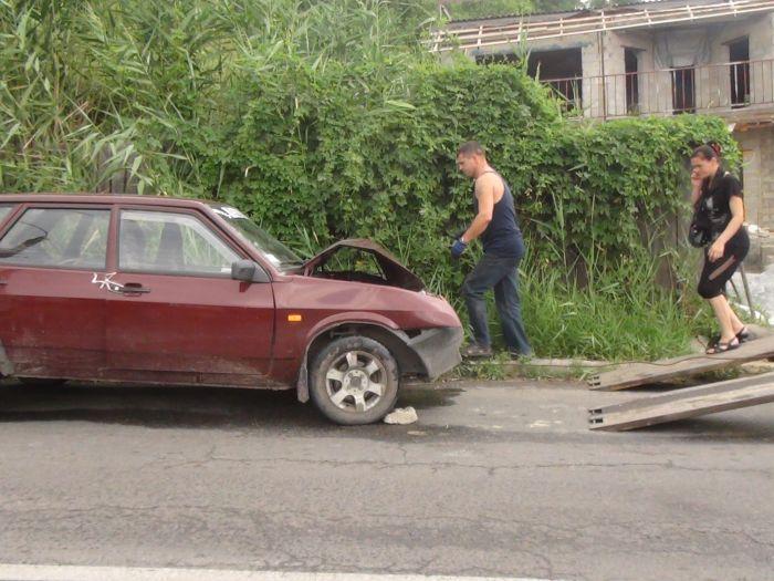 В Мариуполе столкнулись маршрутка с легковушкой - пострадало три человека (ФОТО), фото-2