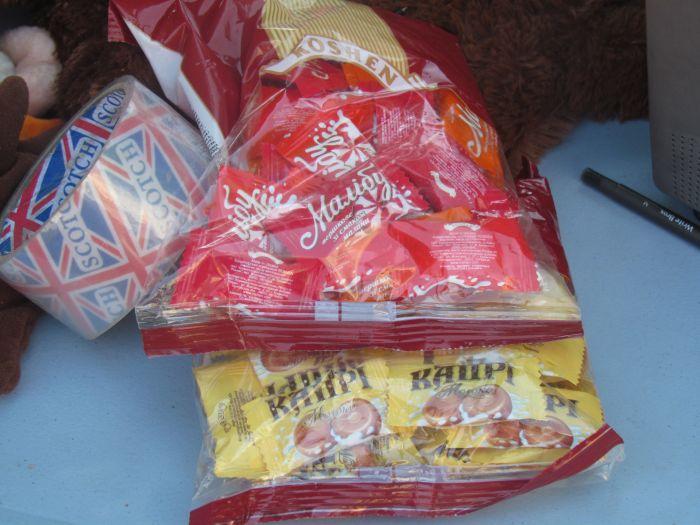 В Мариуполе горожан заставили поменять сигареты на конфеты (ФОТО), фото-6