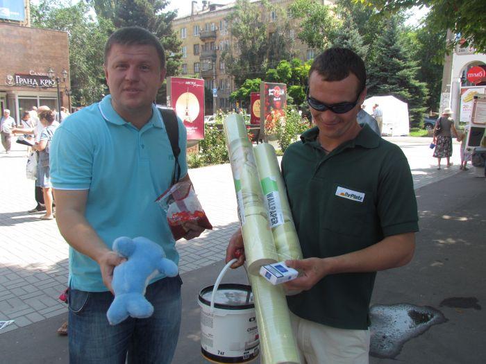 В Мариуполе горожан заставили поменять сигареты на конфеты (ФОТО), фото-9