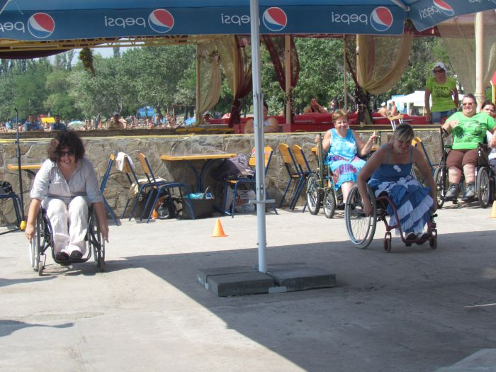 В Мариуполе инвалиды-колясочники соревновались в скорости, меткости и ловкости (ФОТО), фото-4