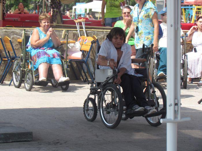 В Мариуполе инвалиды-колясочники соревновались в скорости, меткости и ловкости (ФОТО), фото-3