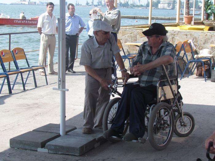 В Мариуполе инвалиды-колясочники соревновались в скорости, меткости и ловкости (ФОТО), фото-11
