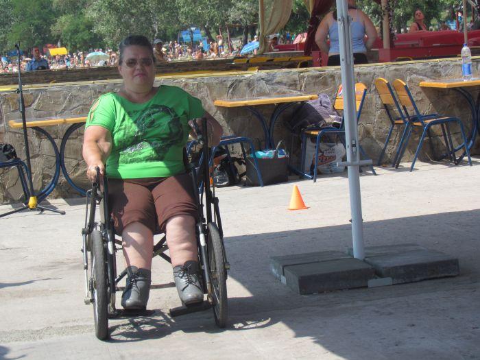 В Мариуполе инвалиды-колясочники соревновались в скорости, меткости и ловкости (ФОТО), фото-2