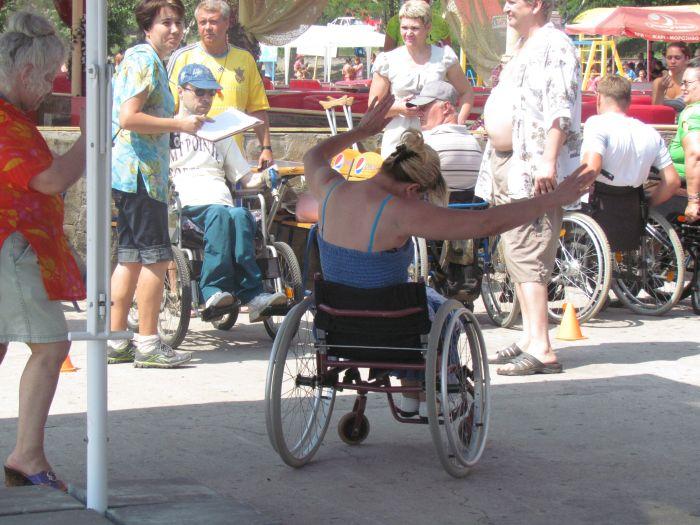 В Мариуполе инвалиды-колясочники соревновались в скорости, меткости и ловкости (ФОТО), фото-13