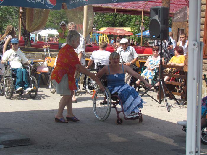 В Мариуполе инвалиды-колясочники соревновались в скорости, меткости и ловкости (ФОТО), фото-8