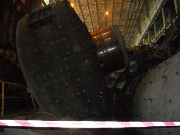 На одном из комбинатов Кривого Рога обрушилась мельница весом 320 тонн (ФОТО), фото-5